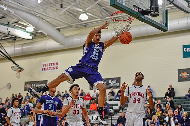 Elijah Barnes and Mater Dei are keeping the pressure on CBA for the No. 1 spot. (Photo by Mark Brown, B51 Photography)